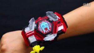 đồng hồ biến hình siêu nhân cho bé