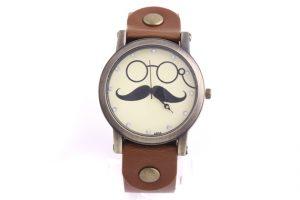 đồng hồ hình bộ râu1