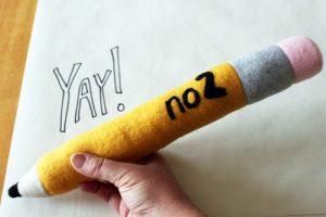 cách làm gối ôm bút chì