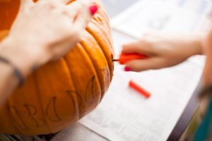 cách tỉa bí ngô halloween5